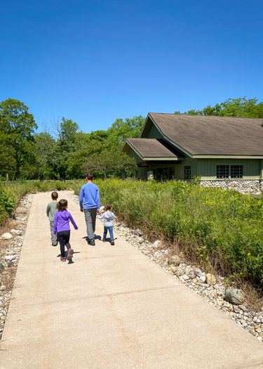 Kids walking to Koteewi's Taylor Center for Natural History.